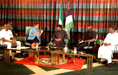 L-R: Ibanga Isine, Adesuwa Onyenokwe, President Goodluck Jonathan, Deji Badmus & Ibrahim Sheme at the Presidential media chat held on Wednesday, february 11, 2015 (Photo Credit: Vanguard)