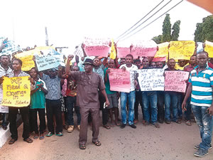 Youths in Abia State protesting the outcome of the results of the general elections on Monday, March 30, 2015. (Photo Credit: Punch)