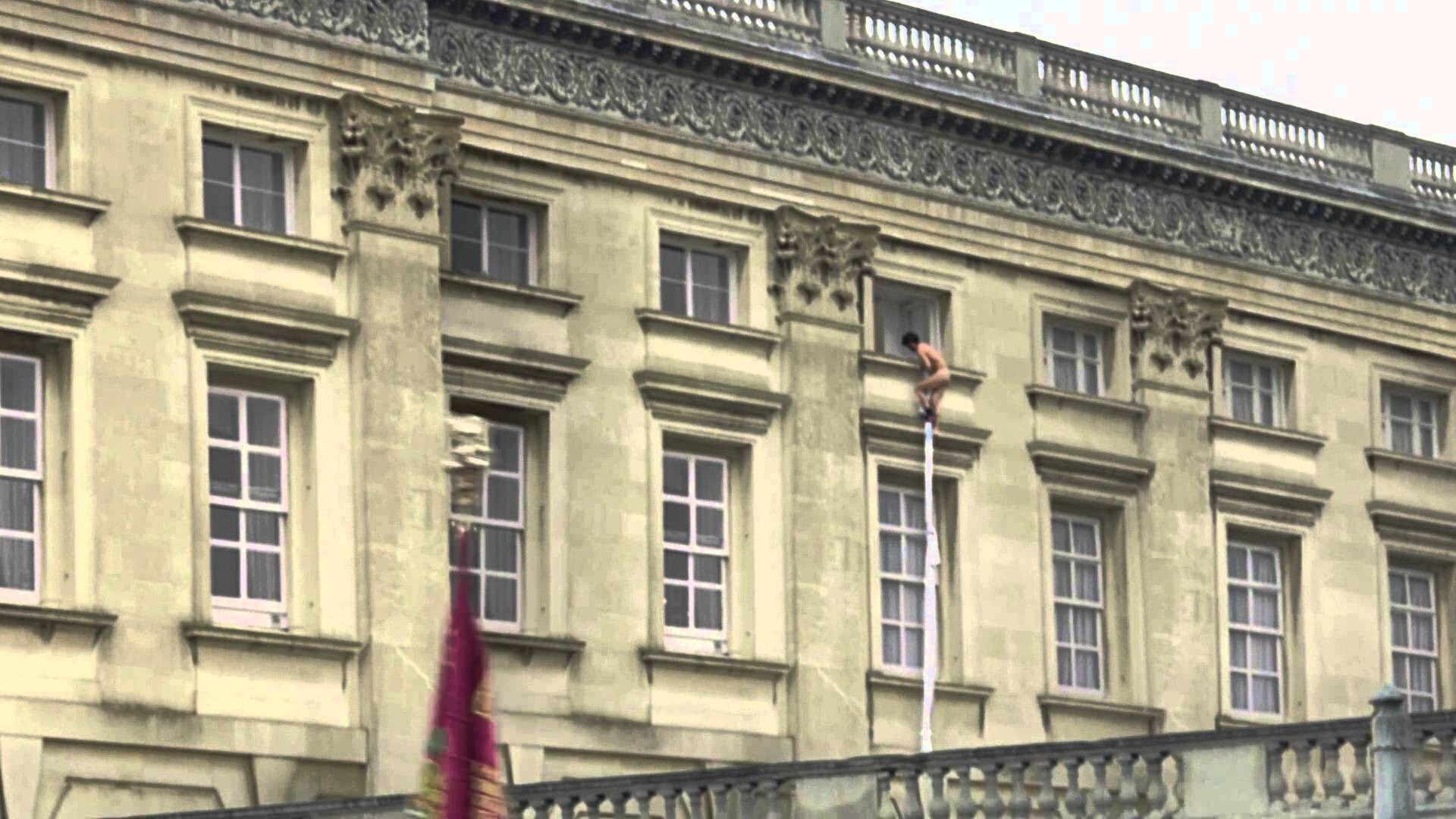Watch: Naked Man Caught Escaping Buckingham Palace