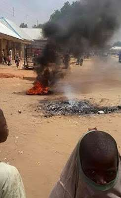 An elderly woman has been set ablaze by an angry mob following allegations that she practiced witchcraft in the Argungu town of Kebbi State.  (Photo Credit: Pulse)