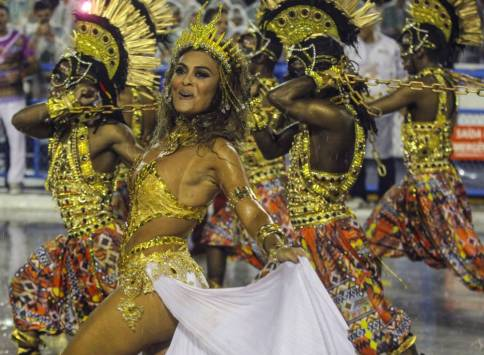 Members of the Samba Unidos do Viradouro perform during the first day of the Special Group parade at the Rio de Janeiro sambodrome, in Rio de Janeiro, Brazil, 15 February 2015. EPA/ANTONIO LACERDA
