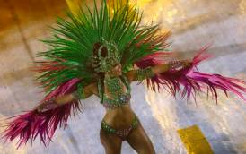 A reveller from the Mangueira samba school participates in the annual carnival parade in Rio de Janeiro's Sambadrome, February 15, 2015. REUTERS/Ricardo Moraes (BRAZIL - Tags: ENTERTAINMENT SOCIETY)