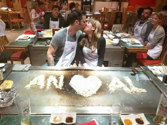 Engagement photo went viral after the couple spelt their initials ANAL with grains of rice. (Photo Credit: Reddit)