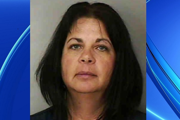 Alecia Dotson was arrested by Lakeland police officials in Florida after they disguised as her 11-year-old student and planned a sex meeting at the Cinema. (Photo Credit: World Wide Weird News)