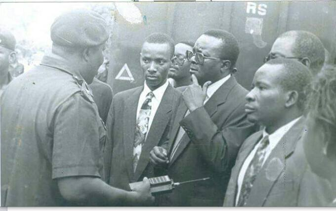 R - L: Oronto Douglas, Chief Gani Fawehinmi (SAN) and Sam Amadi during the trials of Ken Saro-Wiwa and eight others (Photo Source: