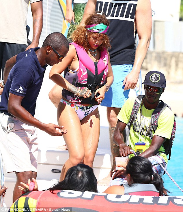 Rihanna-4