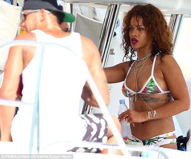 Rihanna-Lewis-0
