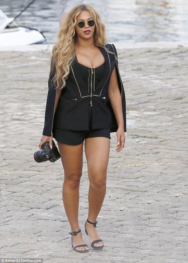 Beyonce-JayZ-Blue-10