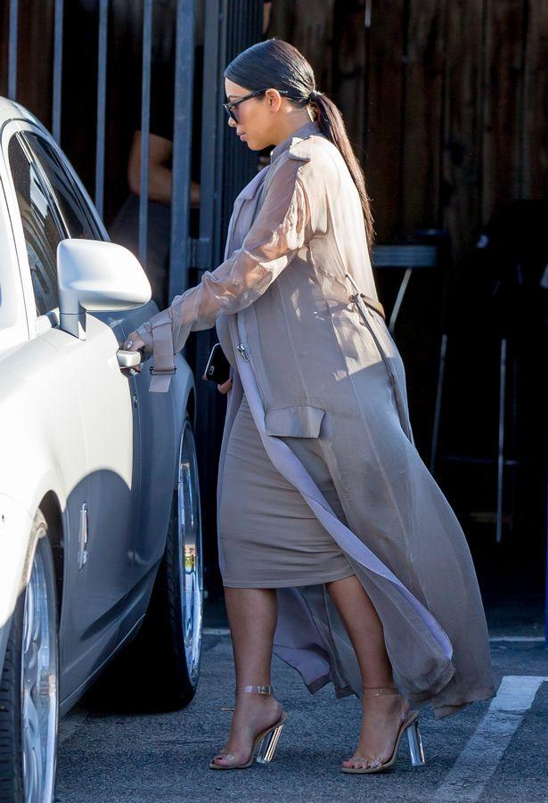 Kim-Kardashian-leaving-a-studio-in-Los-Angeles (2)