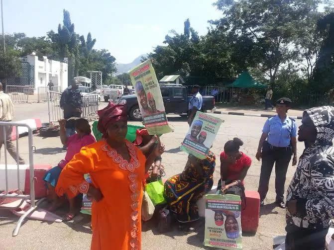 Pro-Saraki protesters at the National Assembly Complex on Tuesday, September 29, 2015 (Photo Credit: Olatunji Obasa)