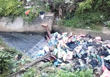 The scene where a commercial driver was buried alive n the Mushin area of Lagos State on Wednesday, September 2, 2015. (Photo Credit: Punch)
