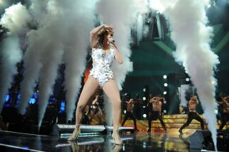 Jennifer Lopez performs onstage at iHeartRadio Fiesta Latina at American Airlines Arena on November 7, 2015 in Miami, Florida | Splash