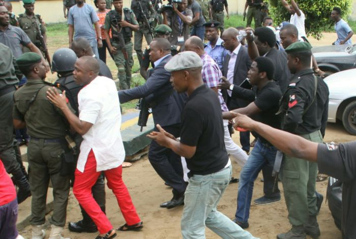 Rotimi Amaechi (in purple plaid/check shirt) with heavy security at the Mile 1 Police Station, Port Harcourt on Sunday, March 20, 2016