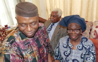 Ondo State Governor, Dr Olusegun Mimiko, Former Vice President, Dr Alex Ekwueme and Wife of the deceased, Dr Mrs Grace Braithewaite, during a condolence visit by Governor Mimiko to Late Braithwaite's family on Wednesday, April 6, 2016| Ondo TV