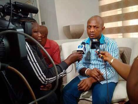 Chukwudi Dumeme Onuamadike, alias Evans addresses journalists at the police parading