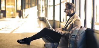 man airport laptop