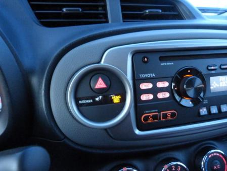 Yaris SE controls, photo courtesy Michael Karesh