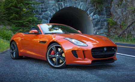 2014-F-TYPE-tunnel-main_rdax_646x396
