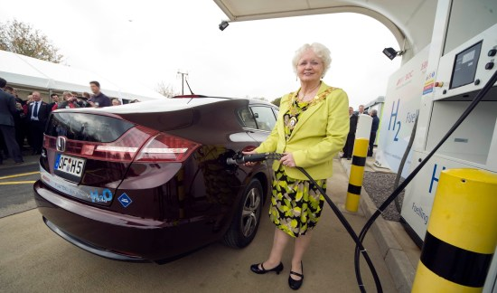 UK's_first_commercial_scale_green_hydrogen_refuelling_facility_opens_in_Swindon