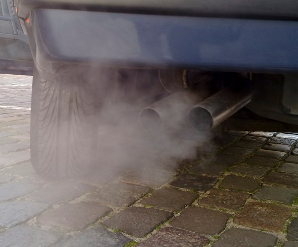 Exhaust pipe of running vehicle, Image: By Ruben de Rijcke (Own work) [CC BY-SA 3.0 (http://creativecommons.org/licenses/by-sa/3.0)], via Wikimedia Commons