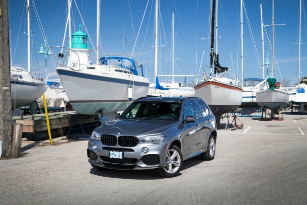 2017 BMW X5 xDrive35i in front of boats, Image: © 2017 Jeff Wilson
