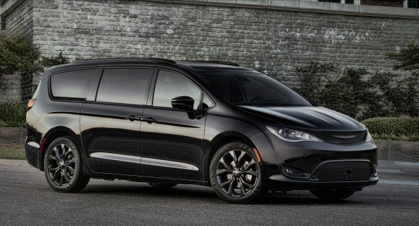 2018 Chrysler Pacifica S Appearance Package, Image: FCA