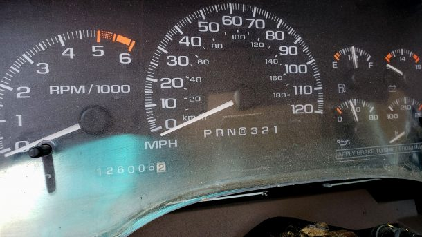1999 Cadillac Escalade in California junkyard, gauge cluster - ©2021 Murilee Martin - The Truth About Cars
