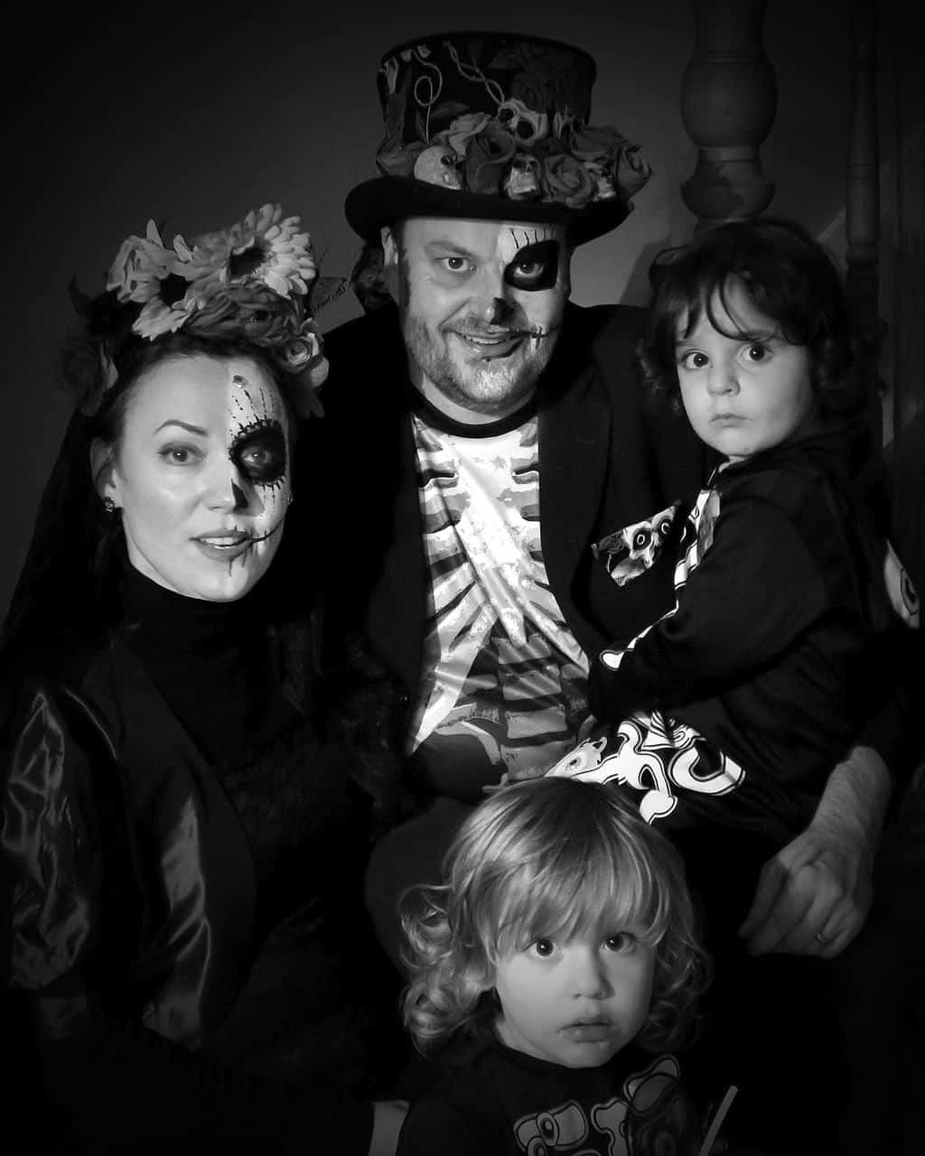 halloween-party-family_pic
