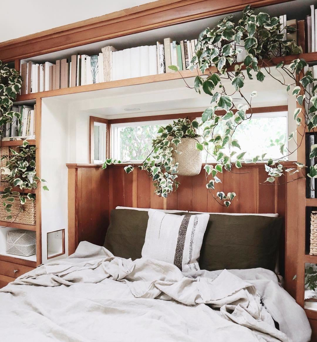 Amazing bedroom shelves