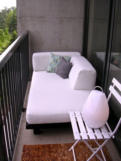 Black And White Balcony Design Ideas