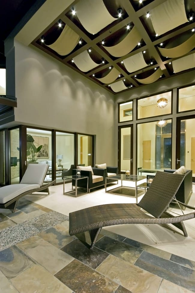 Luxurious ceiling design for living room