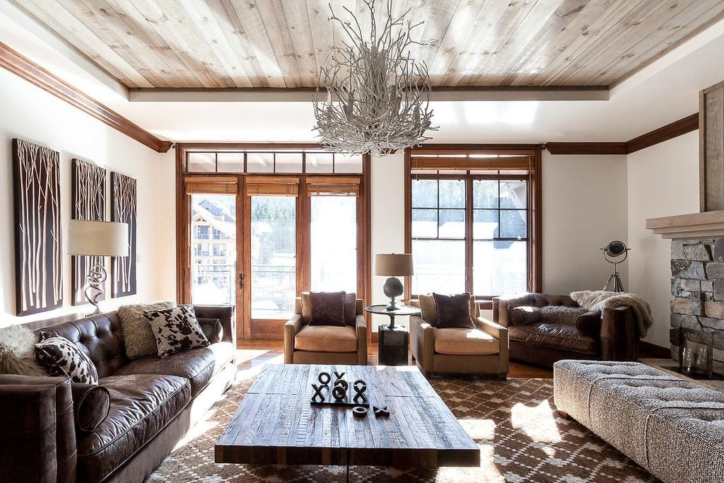 Rustic living room with chandelier and wood ceiling design ideas