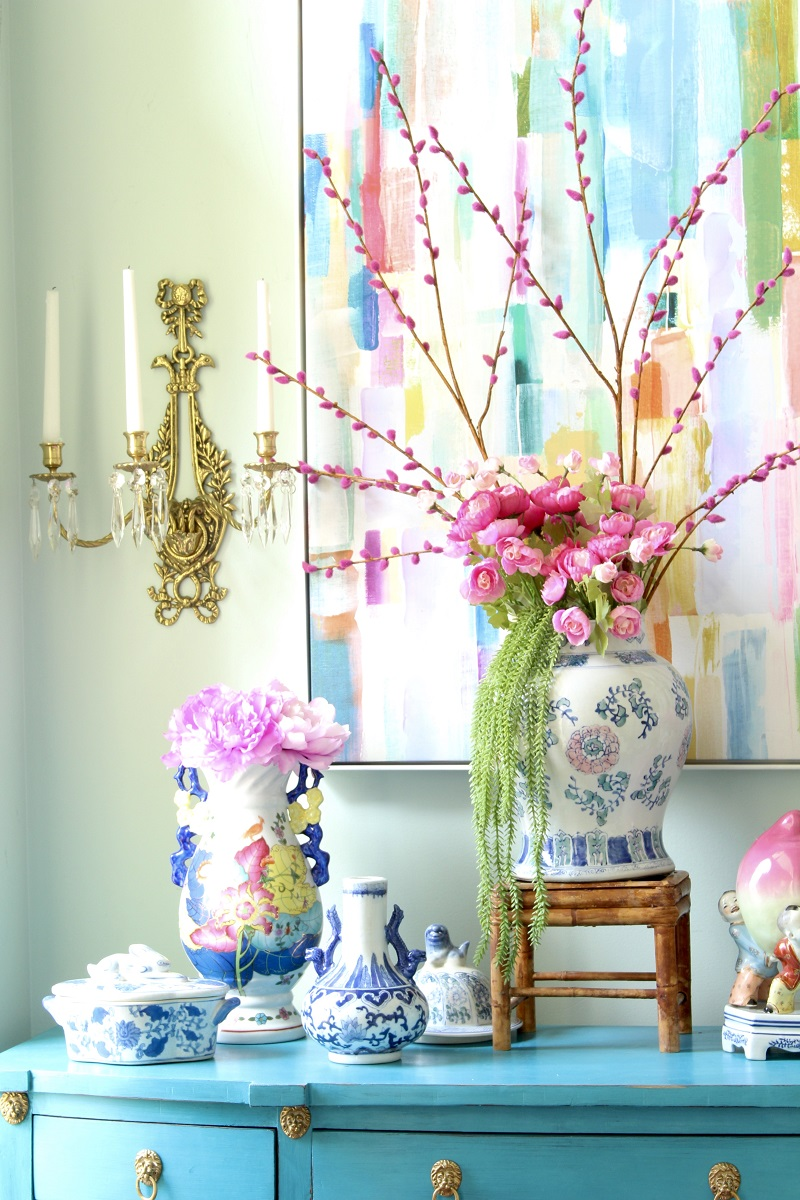 15. Fancy luxurious cutlery, scented candles, artifacts, flowers to complement and style the space for spring look