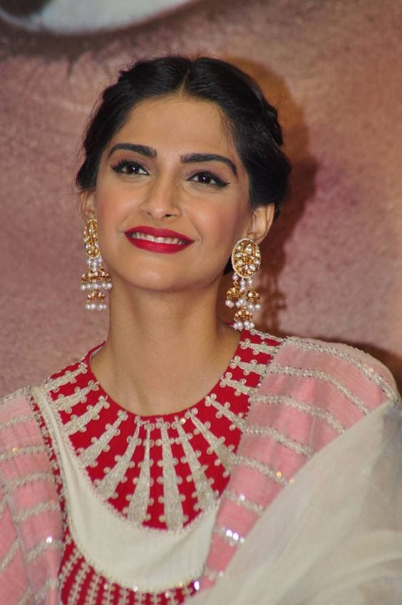 sonam kapoor earrings