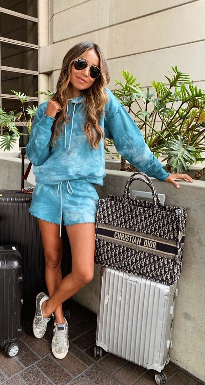 Cool-Shimmer-Sneakers-For-the-Airport-look