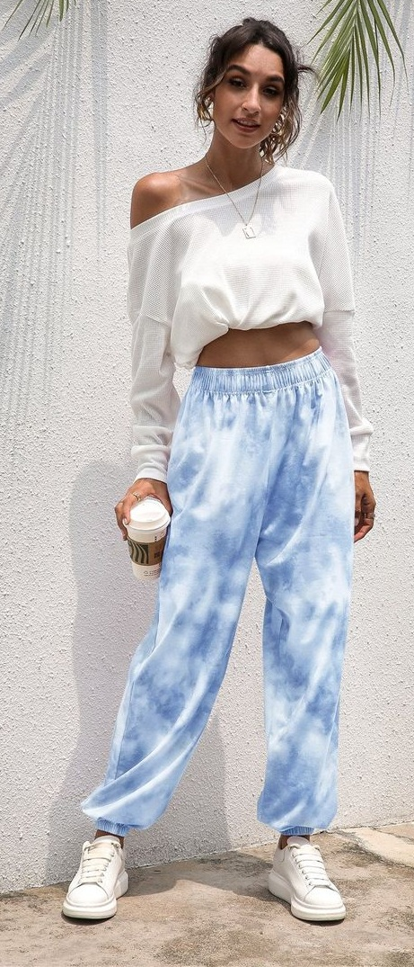 Cool tie dye sweatpants outfit ideas to try this summer