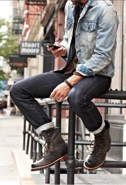 dark jeans wit denim shirt look