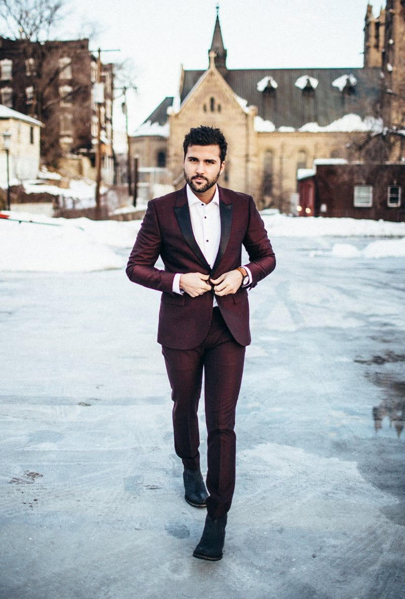 What Are The Looks One Can Achieve With A Burgundy Blazer?