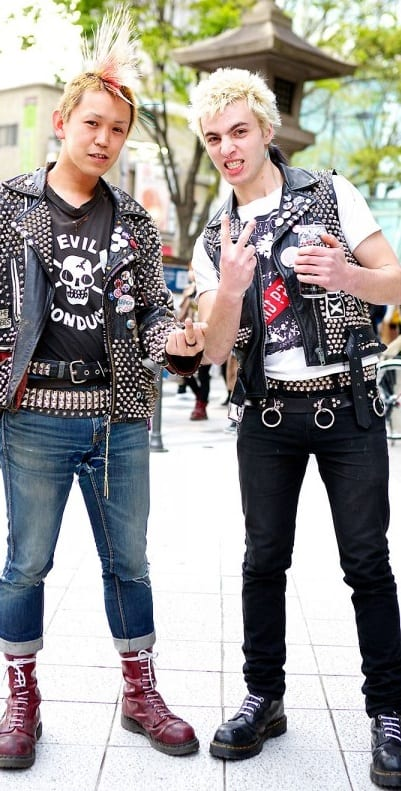 spike belts are no more in trend as its now a worst trend