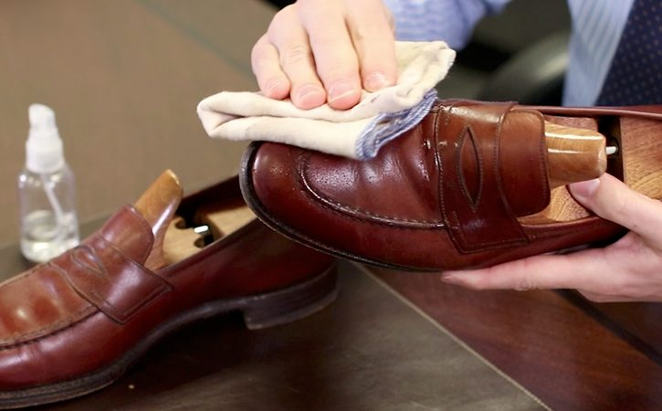 Shoe Cleaning Hacks - damp cloth