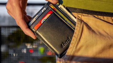 Things Men Should Consider While Buying A New Wallet