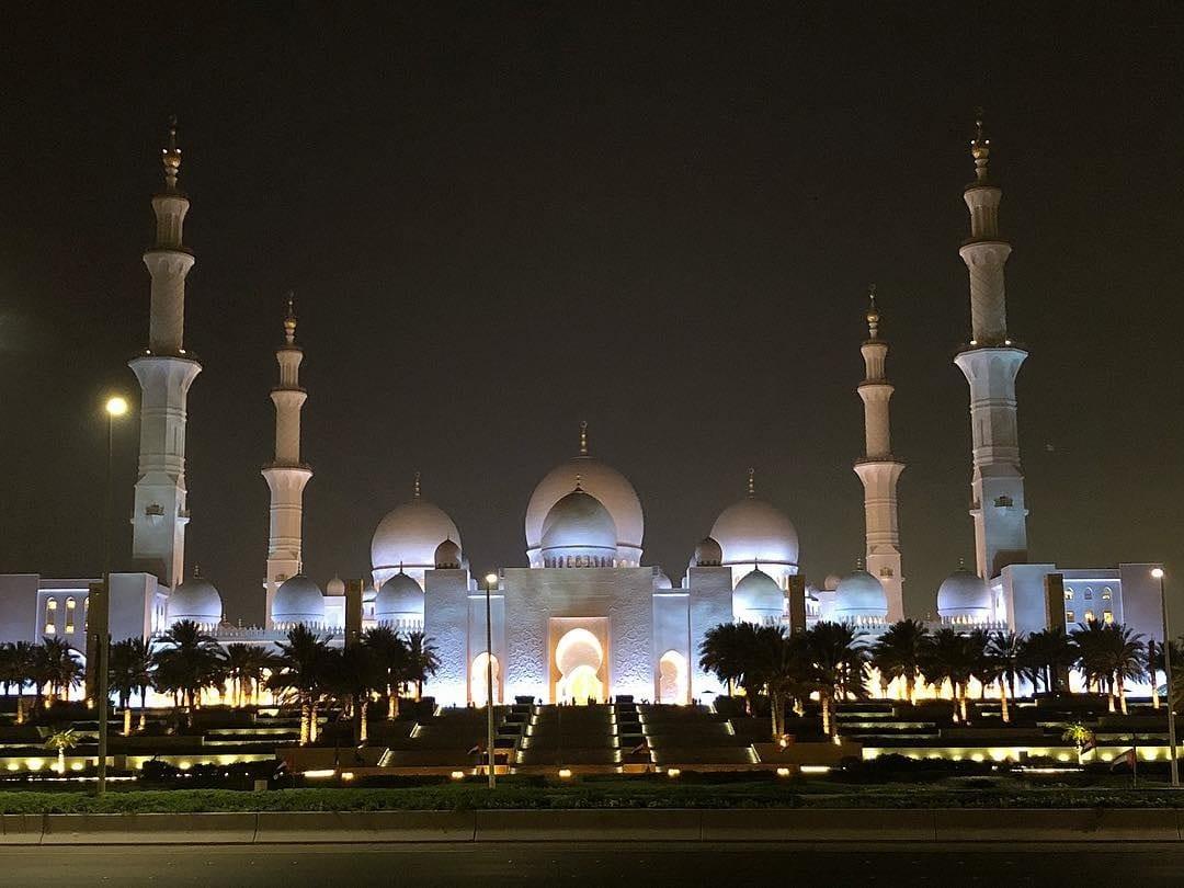 night view of Sheikh Zayed Grand palace in dubai
