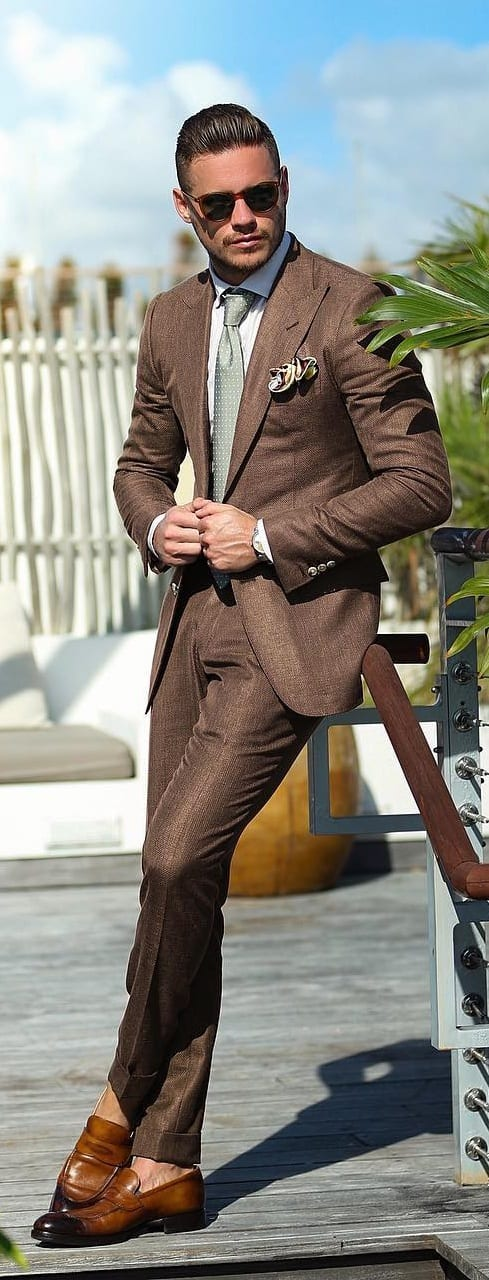 Off White Shirt And Brown Suit Combinations For Men