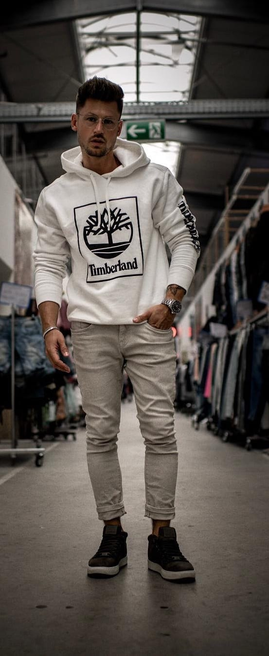 Amazing Street Style Outfit Ideas For Men To Try