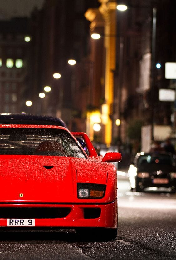 FERRARI F40 IN THE RAINS