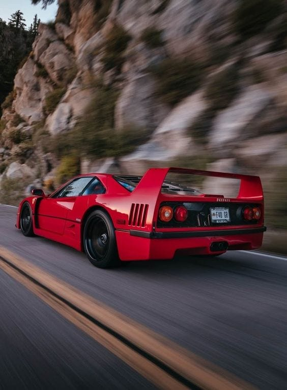 FERRRI F40 RACE WALLPAPER