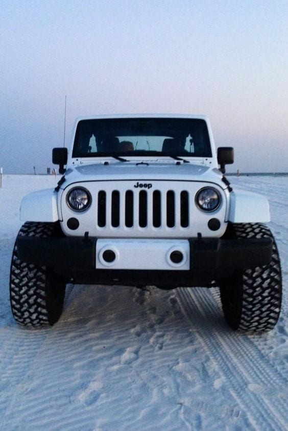 JEEP DESERT WHITE CAR