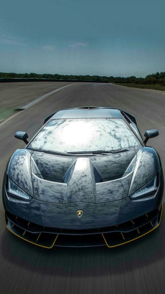 LAMBORGHINI CHROME ON STREET RACE