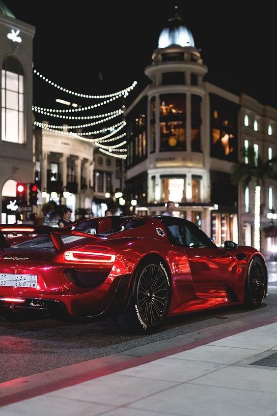 Porsche 918 spyder RED IN CITY