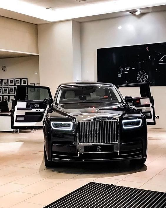 ROLLS ROYCE BLACK CHROME SHOWROOM